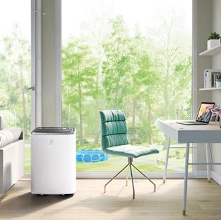Portabel AC i arbetsrummet